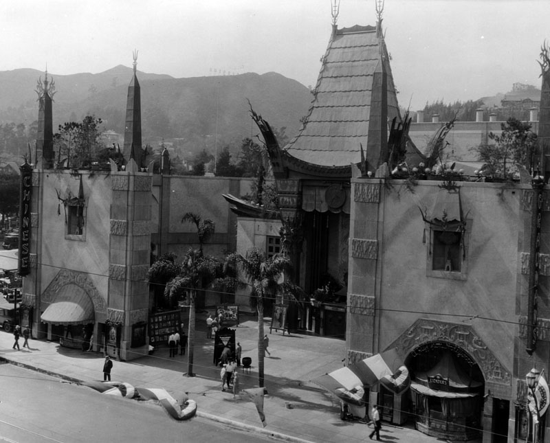 1069dccbe67 1940s)  - Daytime view of Grauman s Chinese Theatre