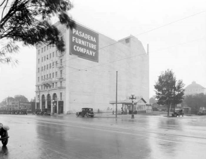 (1924)**  Rainy Day View Of The Standard Oil Station At 520 East Colorado  And The Multi Story Pasadena Furniture Company Next Door.