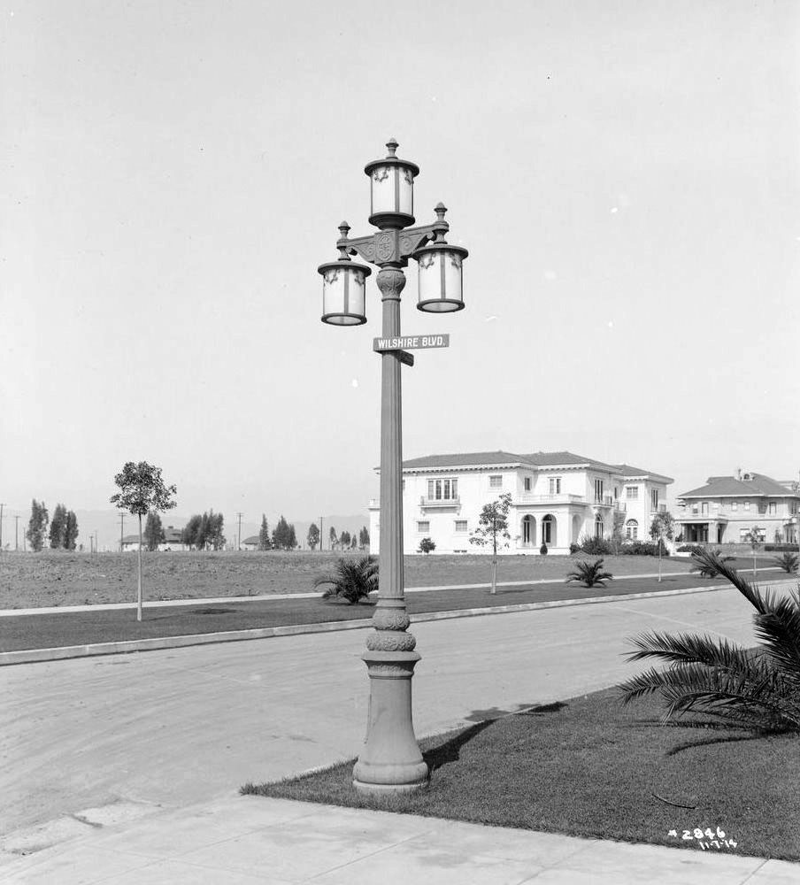 Antique street lights lovetoknow 1900 1914 arubaitofo Image collections