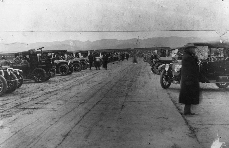 La Car Service Los Angeles Town Car Service 1911 people stand by their parked cars in anticipation of the arrival ...